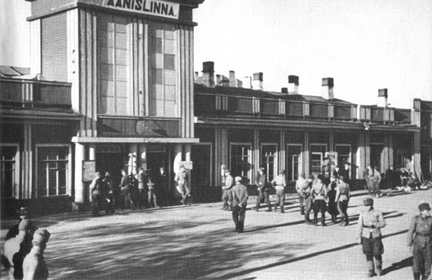 1943. The railway station