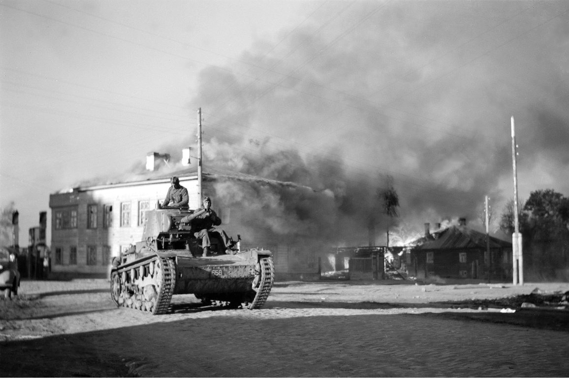 October 1, 1941. Lagus' tanks in the town