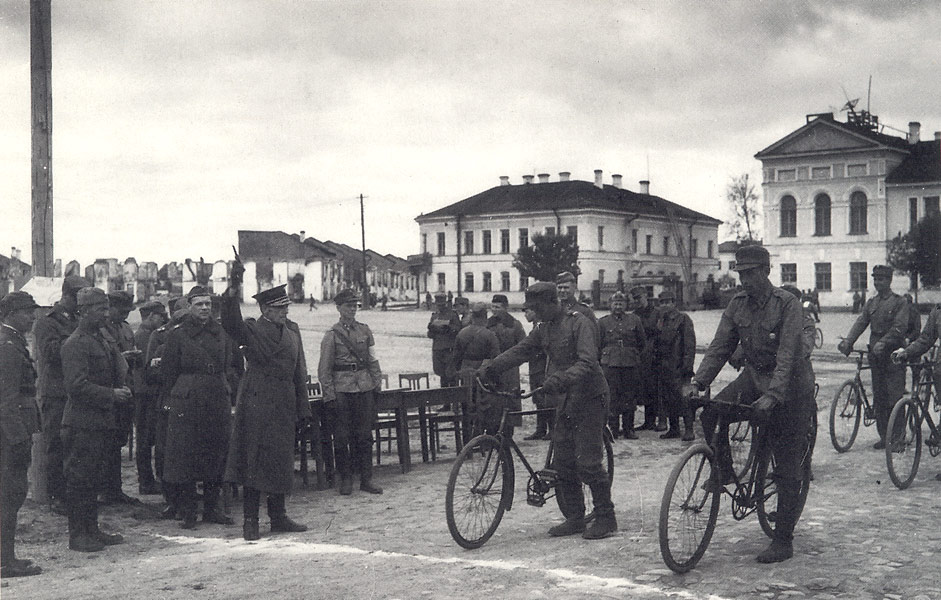 June 14, 1942. Ruben Lagus start cycle race