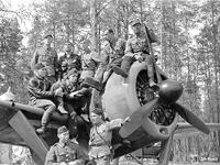 May 21, 1942. Paavo Koskela, Eero Kinnunen, Heimo Lampi, Eino Peltola and Urho Lehto, Väinö Pokela and Lauri Pekuri, Sulo Lehtiö and Osmo Lehtinen.