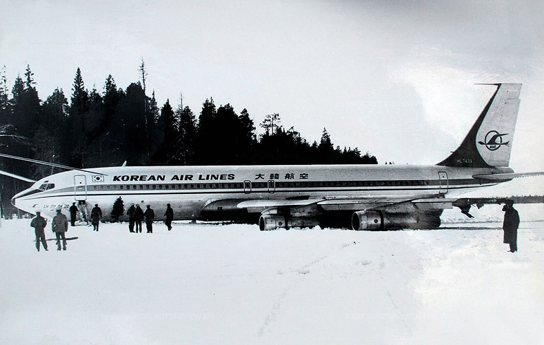 April 1978. Boeing-707 on the ice of Korpijärvi Lake