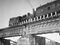 1919. Reconstructing a railway bridge across the Onda River