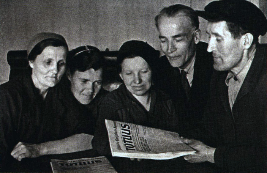 1940. The workers of the Karelian-Finnish SSR read the first newspaper, which issued by Finnish