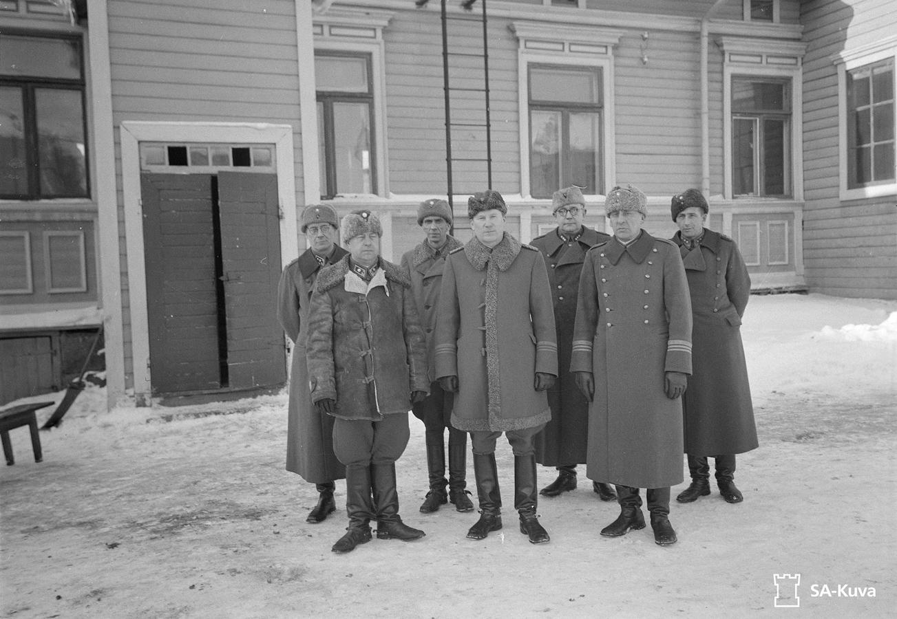 1942. Lieutenant T.K.Salokorpi, Major H.Vehniäinen, Captain P.Marttina, Lieutenant Colonel Y.Pöyhönen, Captain H.Paatsalo, Lieutenant Colonel R.Hallamaa and Captain I.Kuismanen