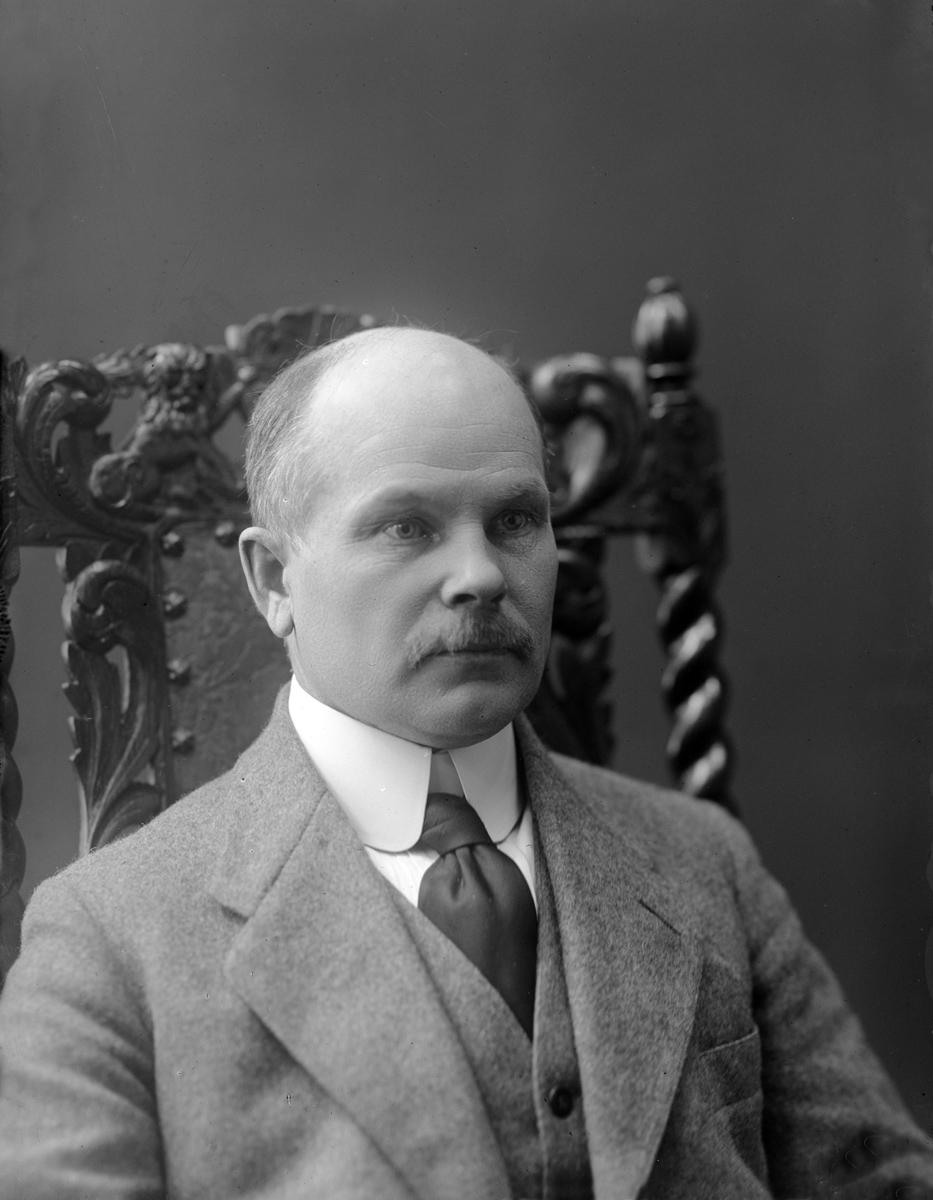 1920's. Sculptor Eemil Halonen