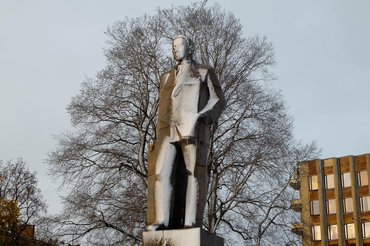 28 октября 2019 года. Памятник Куусинену в Петрозаводске