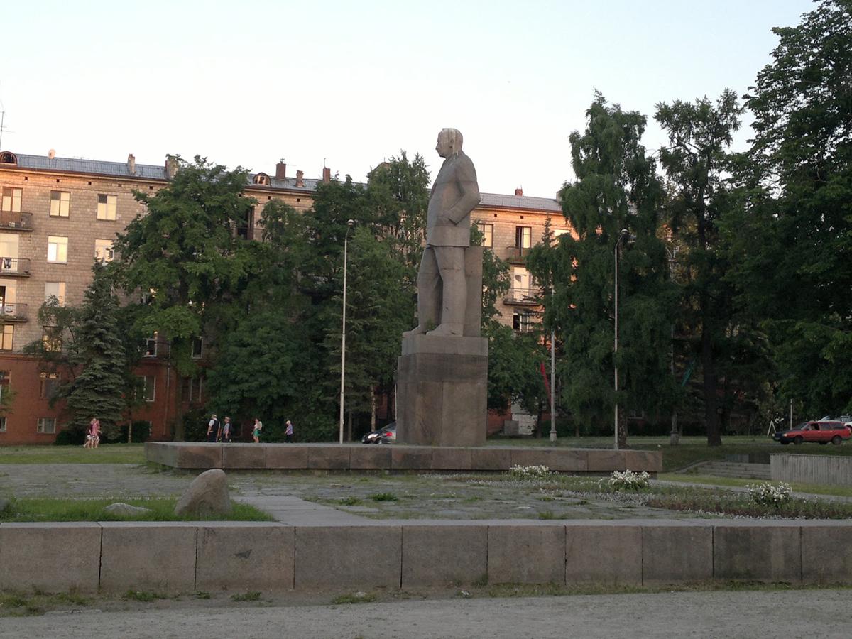 2010-luvun. Kuusisen patsas Petroskoissa