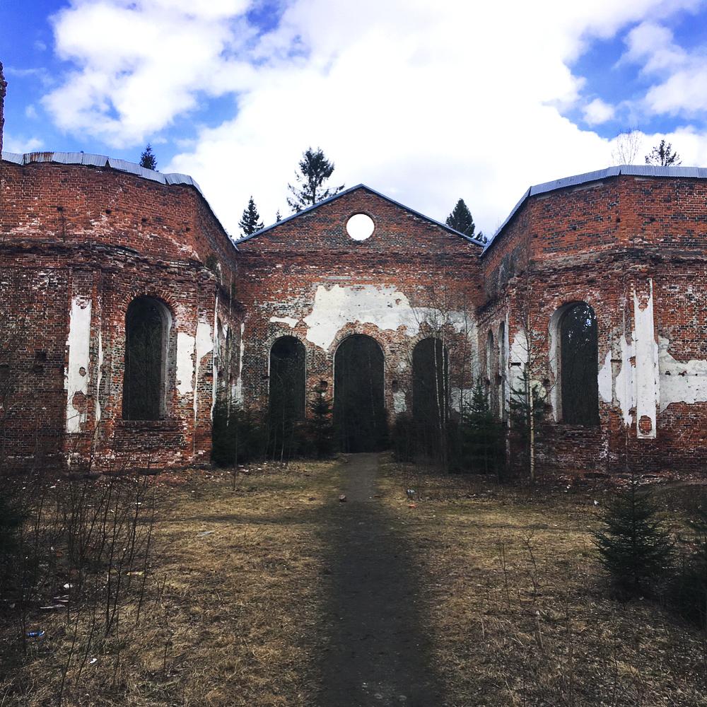 Toukokuu 2017. Kirkon rauniot