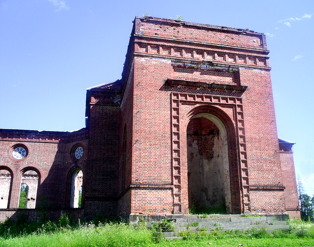 2005. Ruins of the church