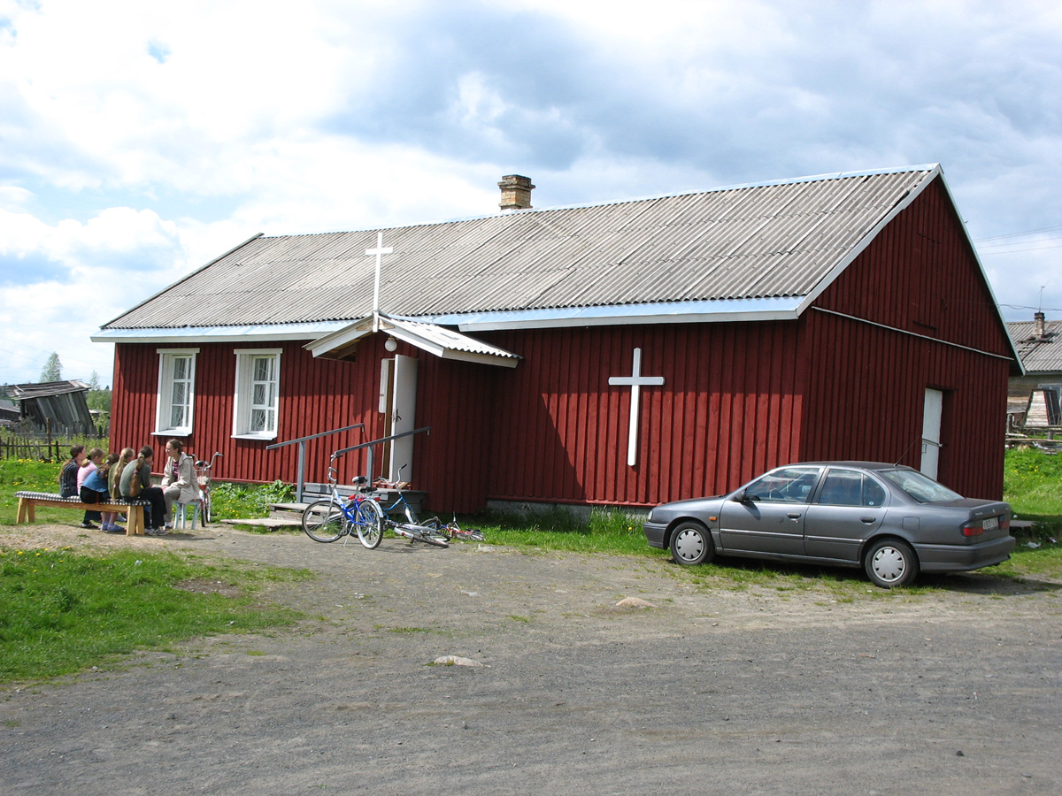 June 4, 2006. Parish house in Derevjanka station