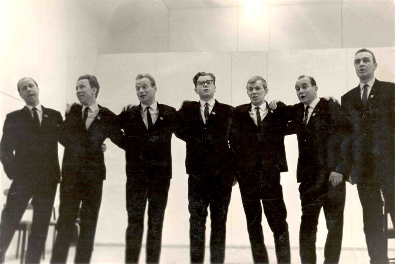 October 1967. Performing on Saimaa Canal. From the left: Viljo Ahvonen, William Hall, Pekka Mikshijev, Andro Lehmus, Pauli Rinne, Orvo Björninen and Ensio Vento