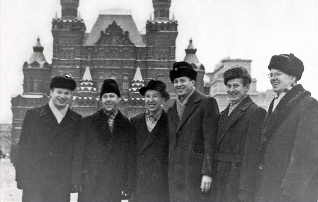1959. Vocal group of the Petrozavodsk Finnish theatre on the Red Square. From the left: Pekka Mikshijev, Viljo Ahvonen, William Hall, Marlen Nokelainen, Aarni Romppainen and Pauli Rinne