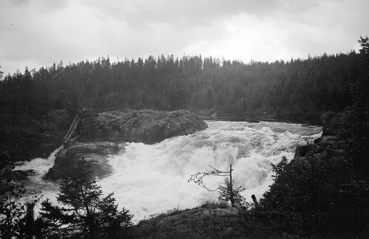 August 20, 1943. Kivakka Waterfall