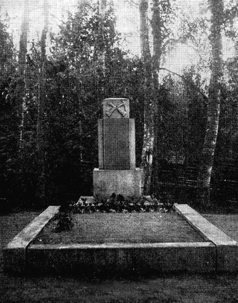 1930's. Pälkjärvi. Common Grave of Finnish warriors of 1918
