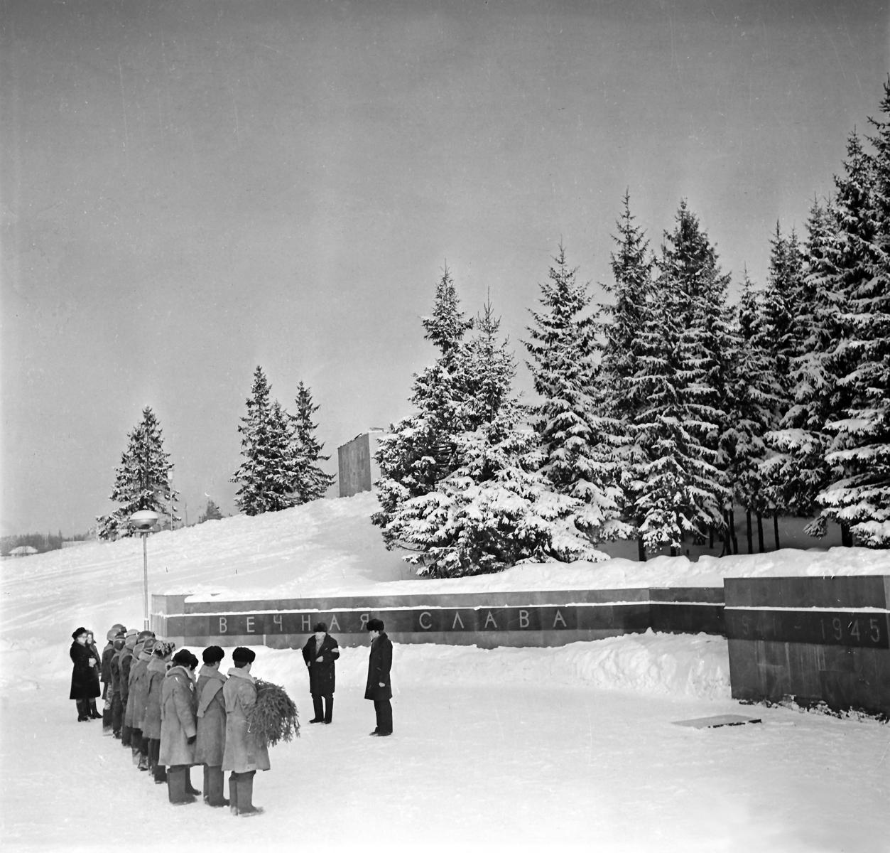 Февраль 1981 года. Питкяранта. Памятник советским воинам 1941-1945 годов