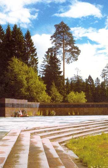 2002 год. Питкяранта. Памятник советским воинам 1941-1945 годов