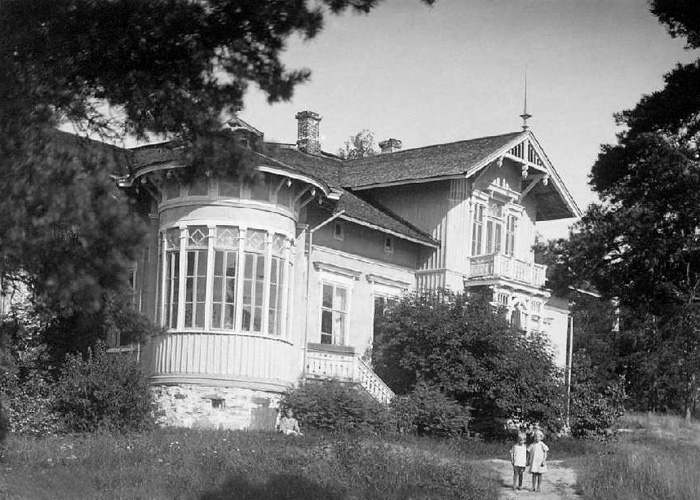 1930's. Build in the 1869 house of district physician N.Beckmann, since 1906 used by East Karelian Folk high school