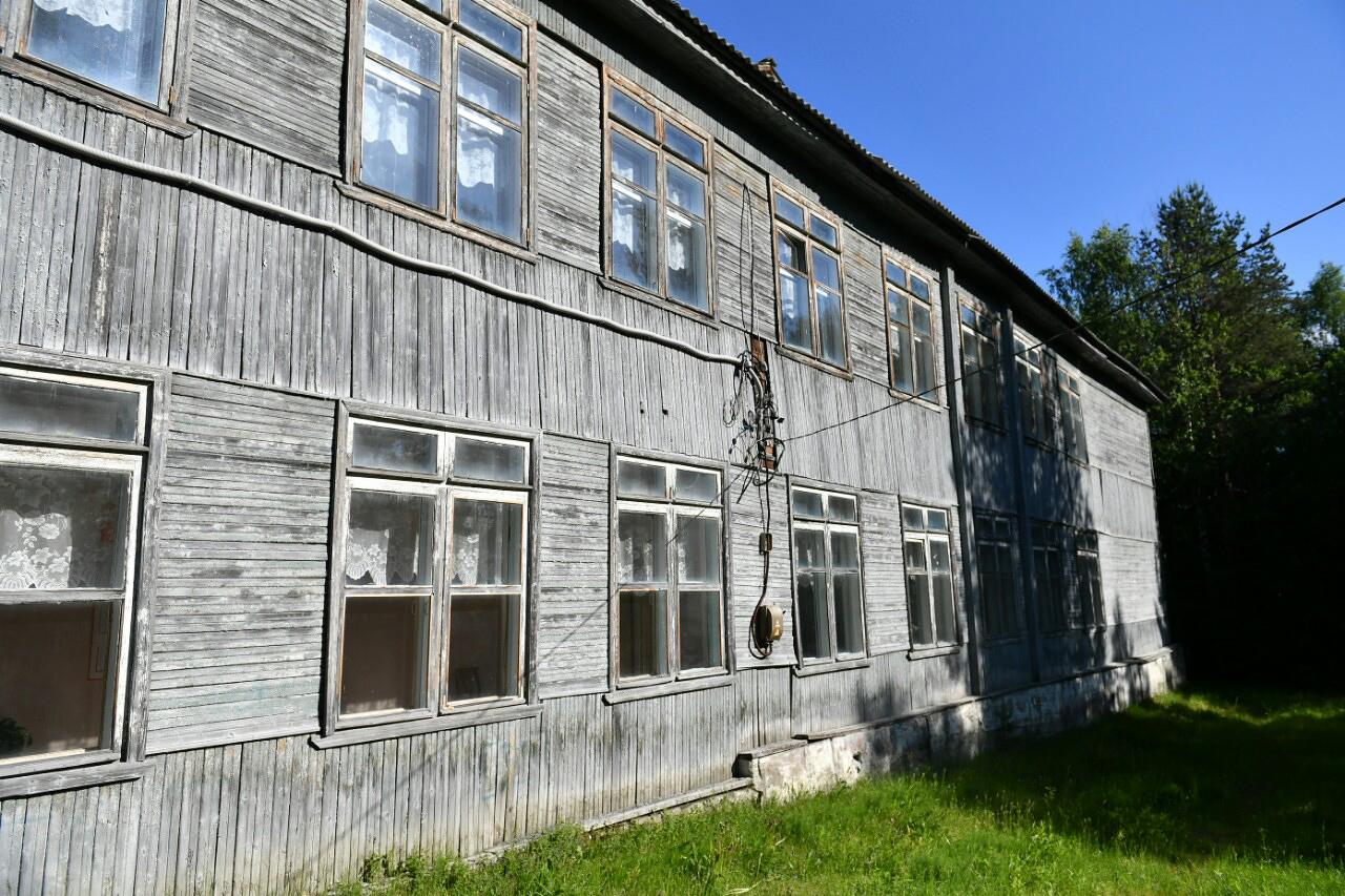June 13, 2018. Derevjanka station. School