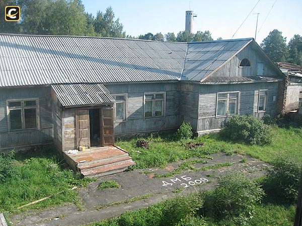2009. Derevjanka station. School