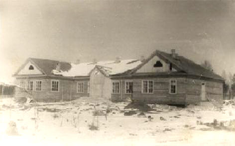 1950's. Derevjanka station. School