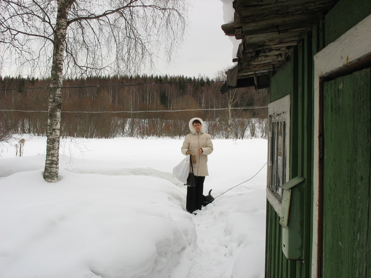 March 25, 2006. Derevjanka station