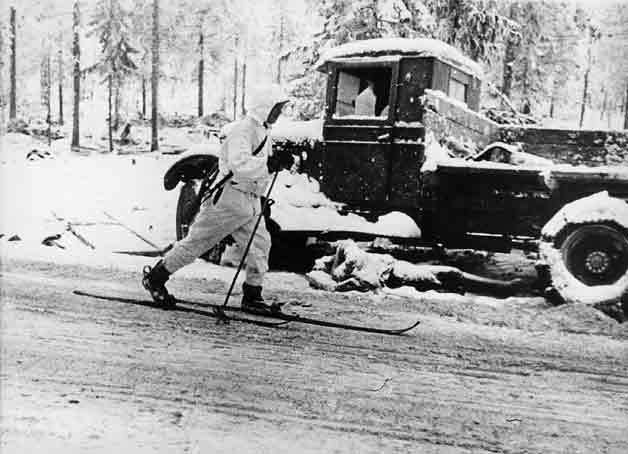 January 1940. Finnish soldier skiing on the Raate road