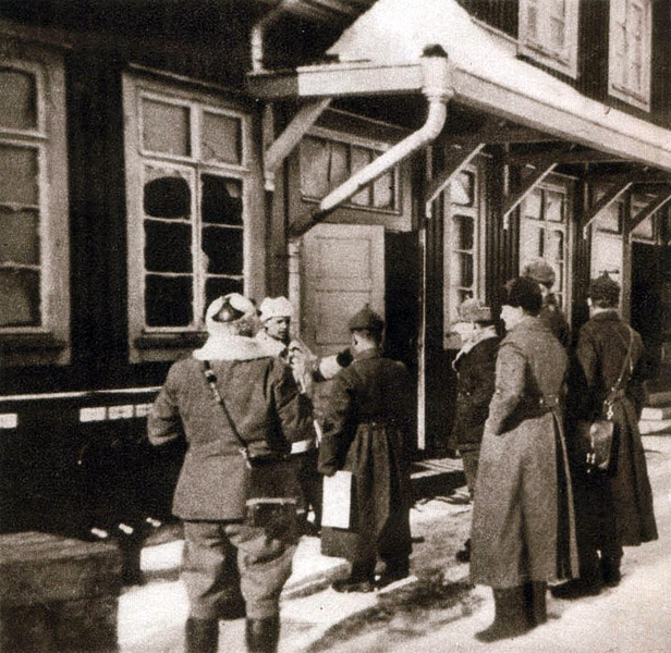 March 25, 1940. Soviet members of mixed commi1sion in the Matkaselkä railway station