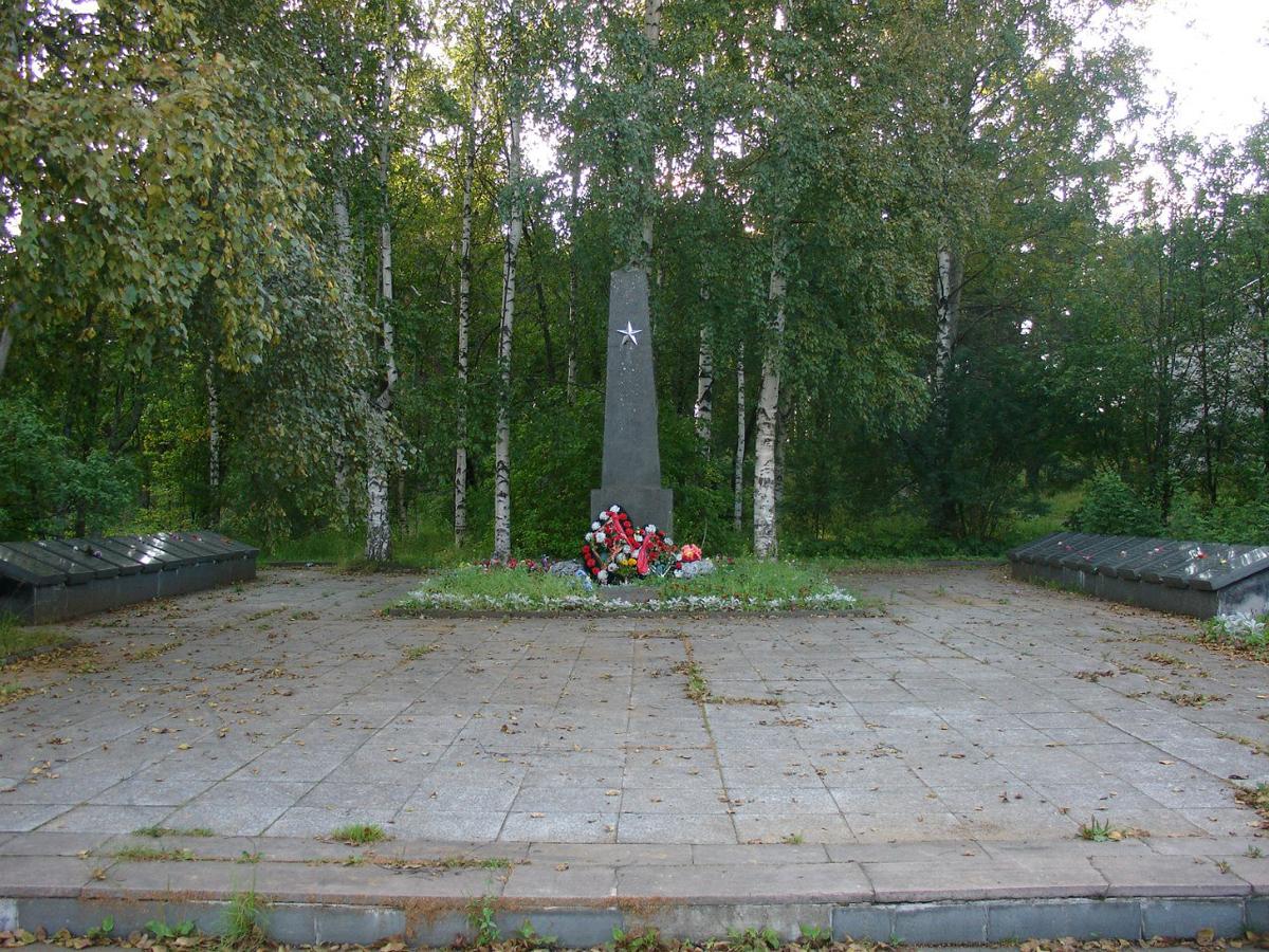 Elokuu 2012. Solomanni. Neuvostosotilaiden muistopatsas