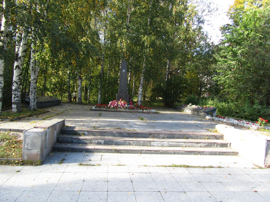 8 сентября 2013 года. Соломенное. Памятник советским воинам