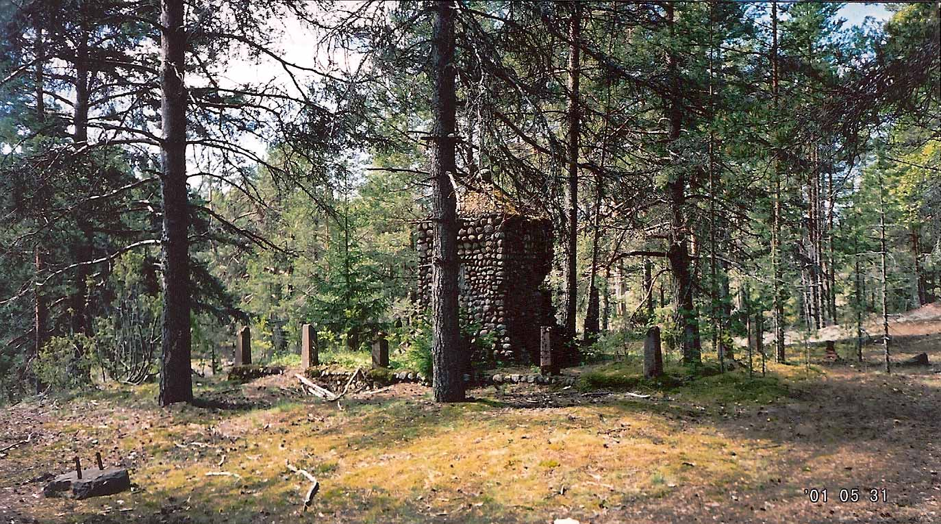 May 31, 2001. Ylä-Uuksu. Monument to the Fallen in Aunus expedition