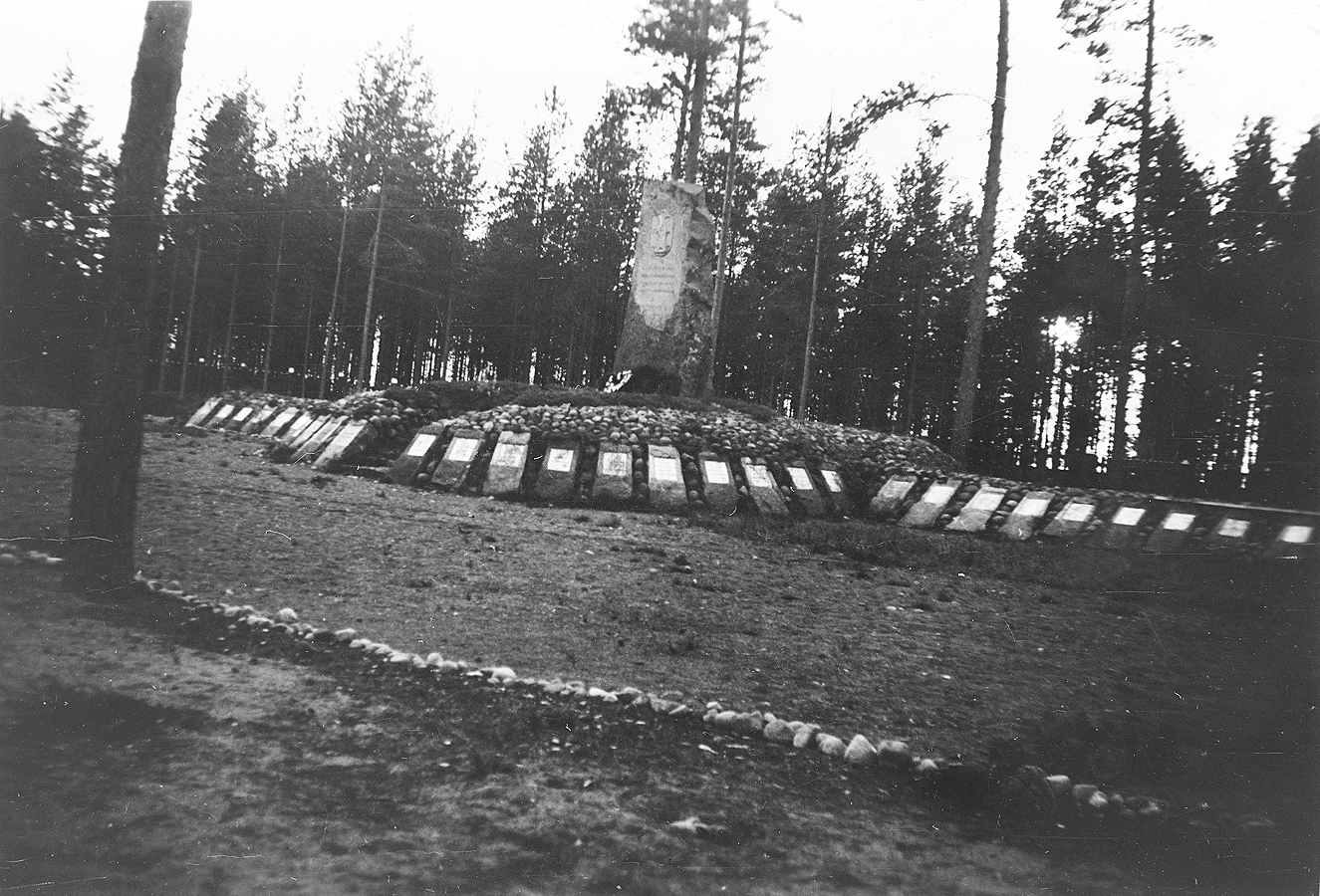 1935. Tulema. Monument to the Fallen in Olonets expedition