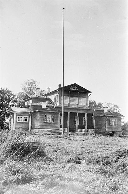 1932. Tulema manor
