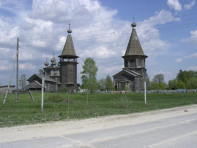 May 24, 2005. 1200 km long trip from Petrozavodsk to Archangelsk via Pudozh and Kargopol took 18 hours and was full of surprices - great and positive - like those 18th century churches in Lyadina village