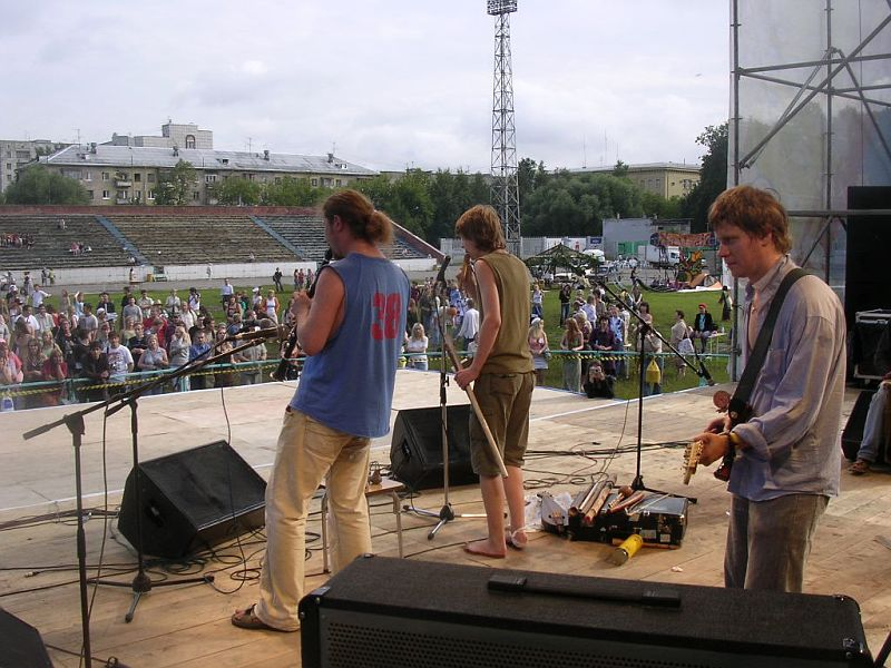 August 2007. Jamming with the festival musicians