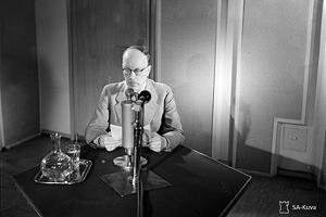 26 июня 1941 года. Президент Финляндии Ристо Рюти выступает по радио