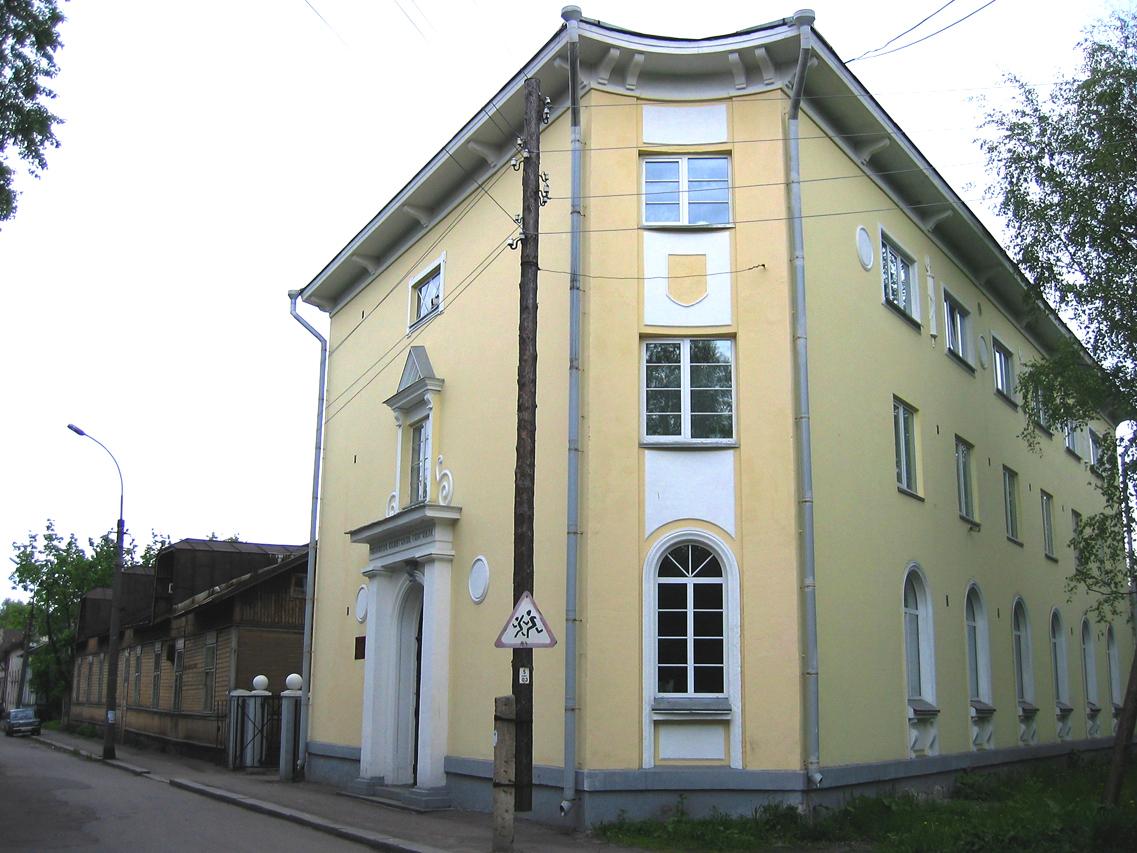 9. kesäkuuta 2006. Sortavala. Entinen suojeluskuntatalo