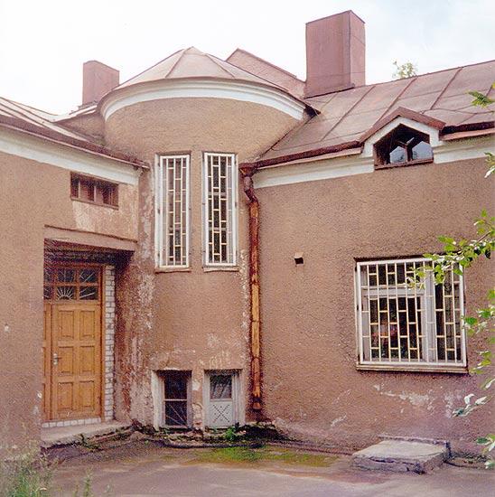 Kaksikerroksinen Talo