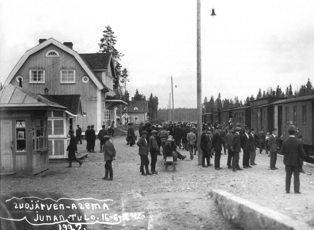 June 16, 1927. Railway station