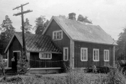 1994. A dwelling house (old railway station)