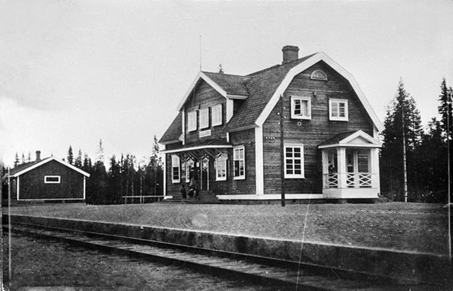 Early 1920's. Railway station
