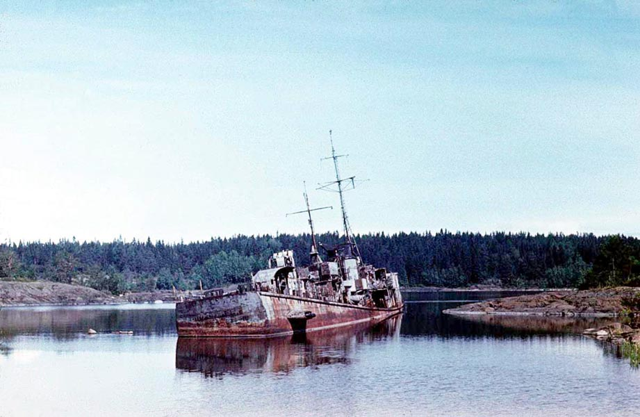 "1978. Research vessel ""Kit"" near Heinäsenmaa Island"