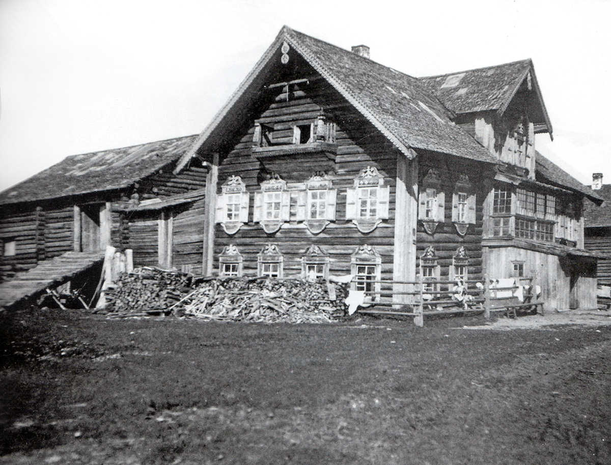 1935. Kulak's (higher-income farmer's) house in the Sheltozero village