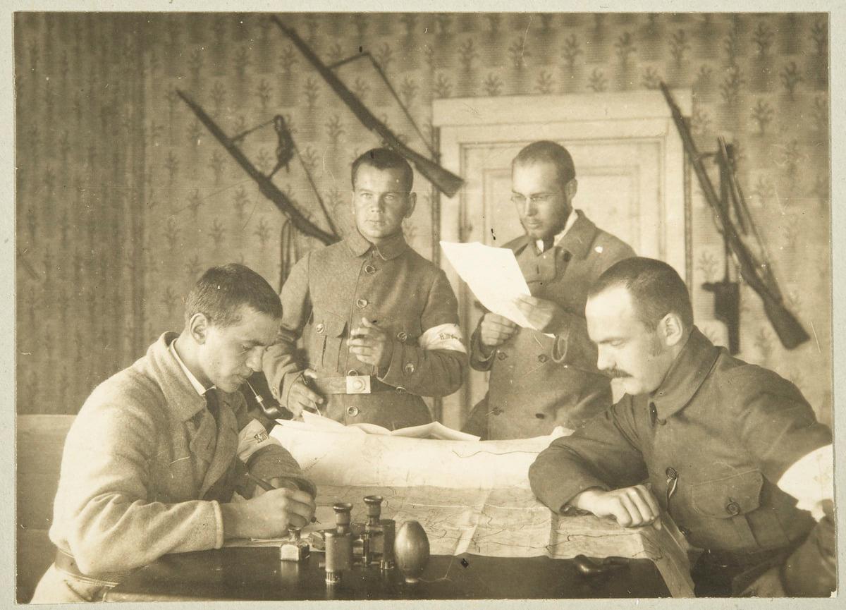1918 год. Соплеменные воины: Харри Бродерус, Хавилинна, Эркки Саарва и Линдстедт (Хумара)